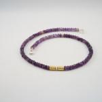Kette mit violetten Edelsteinen